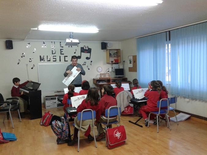 CLASE DE PIANO. COLEGIO LA PAZ